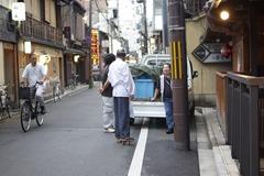 Nice Shoes - Gion Street Life