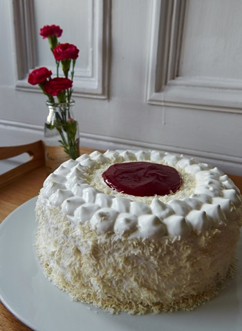 Mikado Coconut Cream Cake